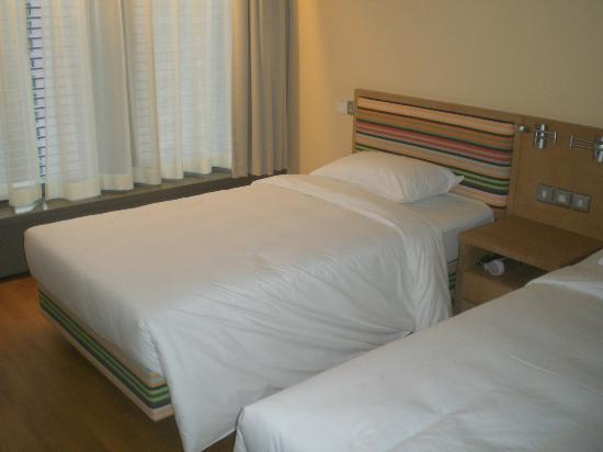 Lambada Holiday Resort : Twin Bed