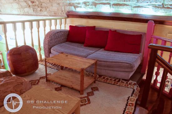 Etage detente de la Mezzanine, salon de the vegetalien - Picture of ...