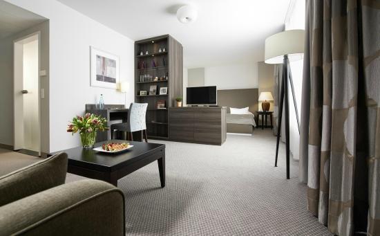juniorsuite bild von sachsenpark hotel leipzig. Black Bedroom Furniture Sets. Home Design Ideas