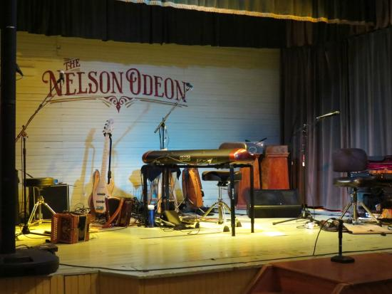 Cazenovia, NY: awesome acoustics from this stage