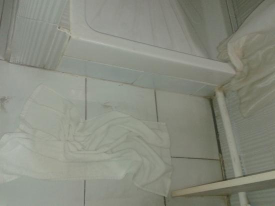 Karibea Squash Hotel: inondation à chaque douche, malfaçon du receptacle