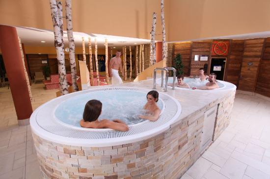 Aquapark aquapalace praha picture of aquapalace hotel for Prague bathhouse