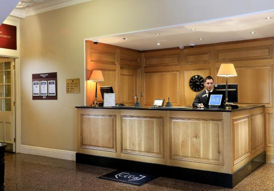 Macdonald Old England Hotel & Spa: Be welcomes at reception