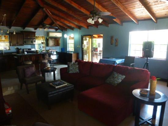 Caribbean Shores Bed & Breakfast: The breakfast room