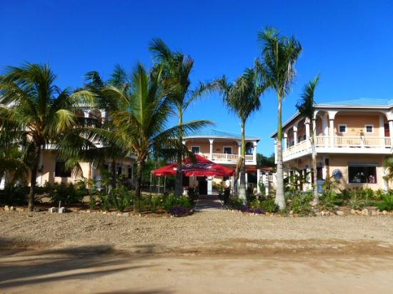 Caribbean Shores Bed & Breakfast: The hotel and grounds