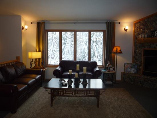Meadow Lake View Bed and Breakfast: Living Room/Great Room