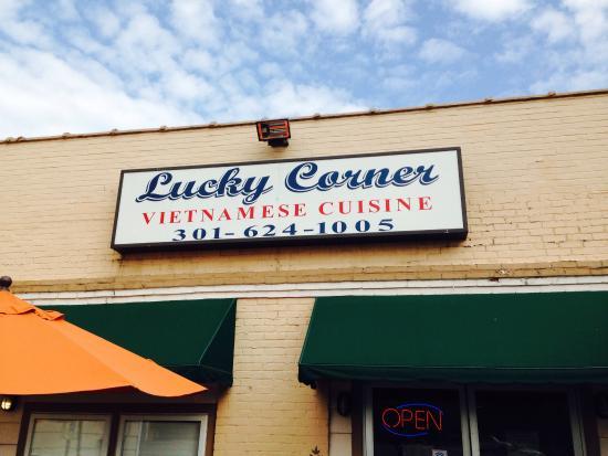 Lucky Corner: Facade