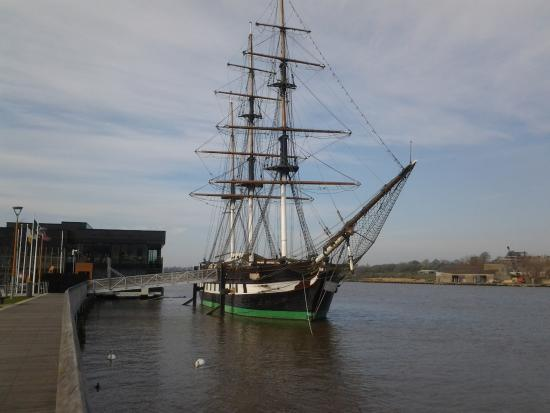 Dunbrody Visito Centre: left - vsitors' centre, right, Dunbrody moored