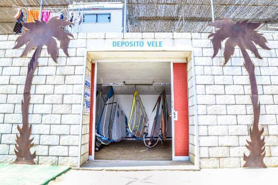 Deposito Vele e tavole da windsurf - On the beach - Picture of ...