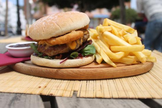 The American burger - Foto di The Ship, Sant Antoni de Portmany ...