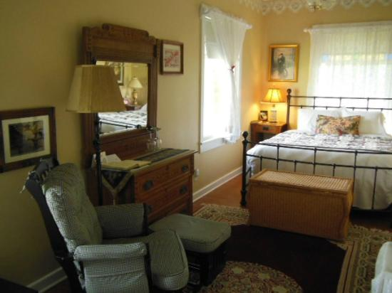 1910 Historic Enterprise House Bed & Breakfast: Room view