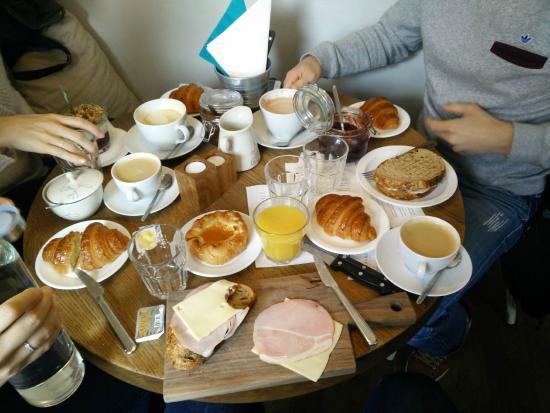 Bernhoftsbakari : Breakfast for four people :)
