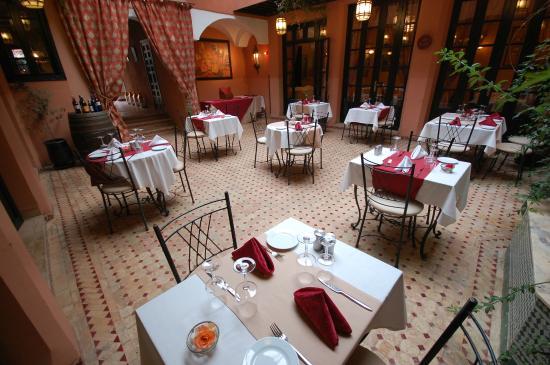 Les Borjs de la Kasbah restaurant: Restaurant courtyard