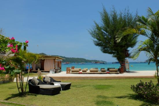 Mama Beach Residence: Massage on the Beach at Mama Beach phiphi island