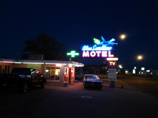 Blue Swallow Motel: Neon signs