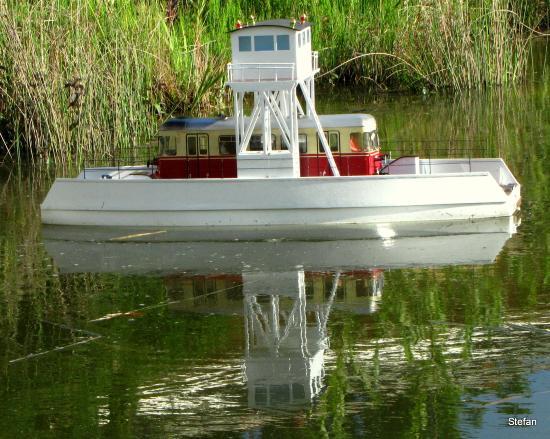 Hotel Pasewalk: Über den Koi Teich Fahrt die Kleine Eisenbahn