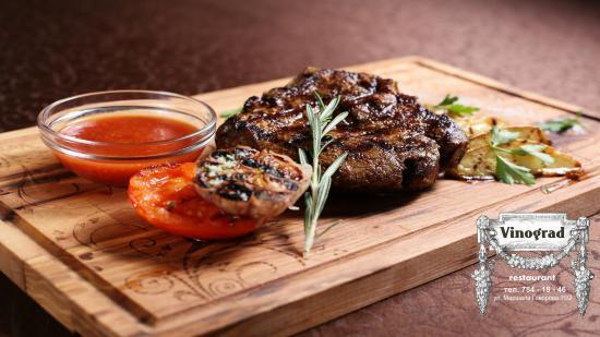 Фирменные блюда из мяса в ресторане
