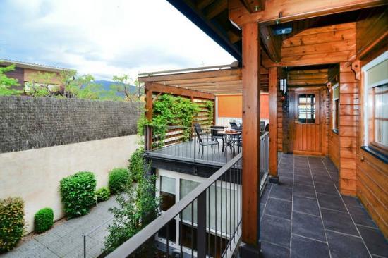 L'Om: Pasillo acceso terraza