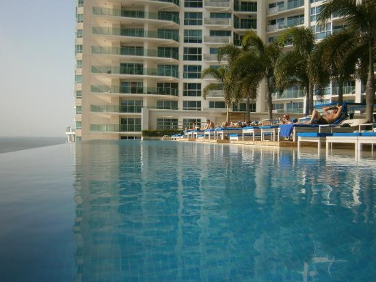 Trump International Hotel & Tower Panama: Piscina