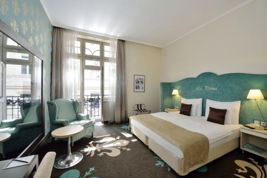 La Prima Fashion Hotel: Deluxe double plus room with street view