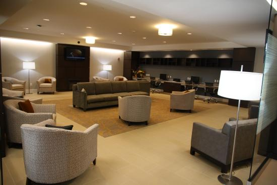 Lobby/Lounge - Modern Decor - Picture of Wingate by Wyndham Niagara ...