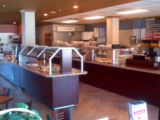 Dominic's Deli & Eatery: Salad Bar & Order Counter