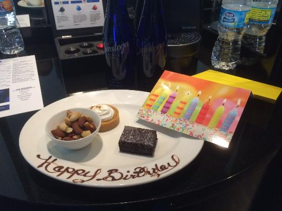 Radisson Blu Aqua Hotel: Birthday surprise from the executive lounge staff