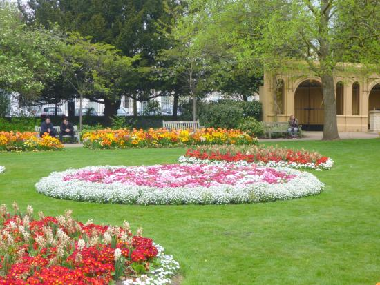 Jephson Gardens: Always lots of colour
