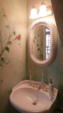 Bird House Inn and Gardens: Bathroom