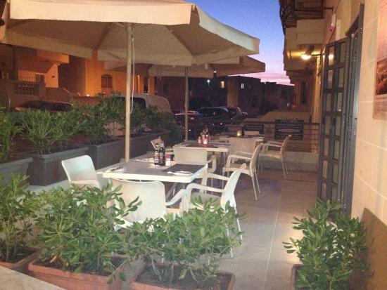 Terrasse exterieur - Picture of Trattoria Mille Miglia ...