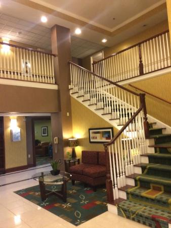 Holiday Inn Express Hotel & Suites Buford: lobby