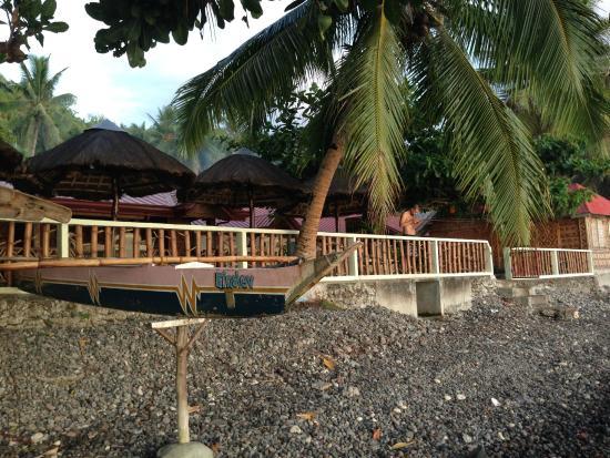 Leyte Dive Resort: Plage en galets