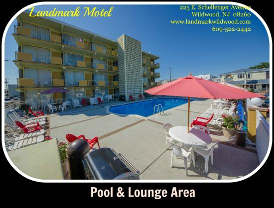 Landmark Motel: Pool and Lounge Area with BBQ units