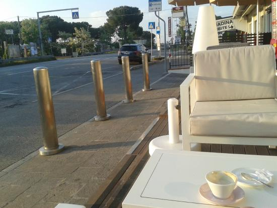 Camera & Caffe Cenni : bus stop right in front of hotel
