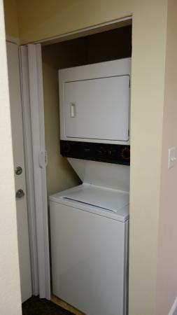 Grande Villas Resort: Washing machine and tumble dryer