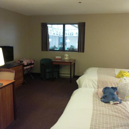 Canad Inns Destination Centre Fort Garry: plain room