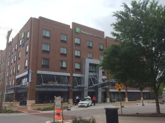exterior view picture of holiday inn express suites. Black Bedroom Furniture Sets. Home Design Ideas