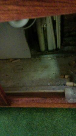 Econo Lodge Tupelo: under sink in 3rd room