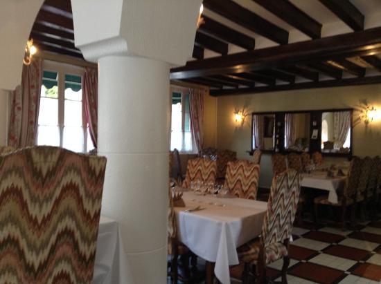 La Roseraie: dining room