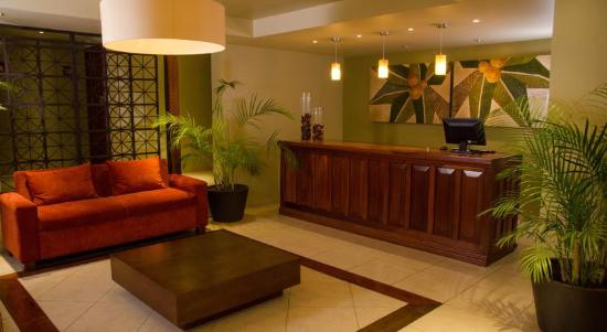 Suites Colonial: lobby