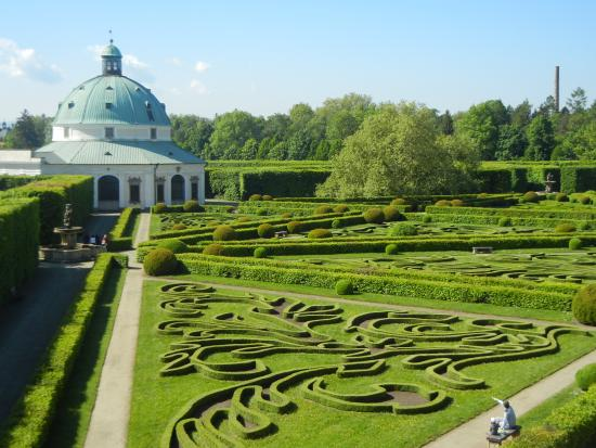 Gardens and Castle at Kromeriz: View from the Collonade roof to Rotunda