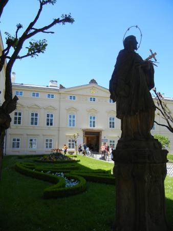 Gardens and Castle at Kromeriz: Entrance in Flower Garden