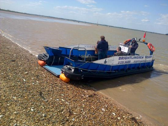 Brightlingsea, UK: The Ferry at the beach landing East Mersea