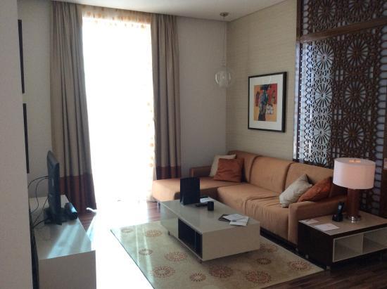 Fraser Suites Seef Bahrain: Living room