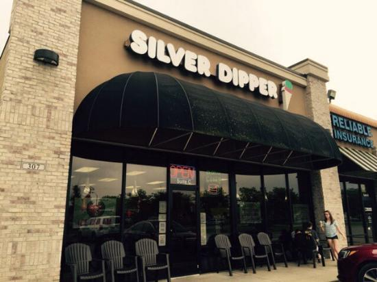 Silver Dipper Ice Cream : Back in the Corner of the Shopping Center