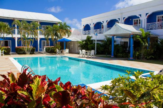 Bay Gardens Inn: Pool