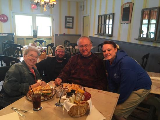 Ice House BBQ: Great food and service