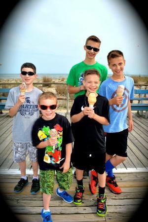 Kohr Brothers Frozen Custard : Kids enjoying their favorite OC treat