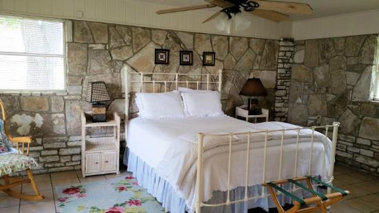 Roddy Tree Ranch: Spacious Bedroom