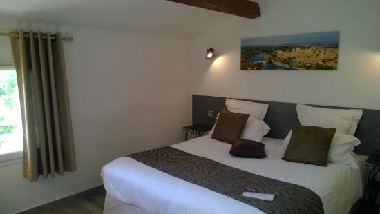 Chambre lit King size - Picture of Hotel Restaurant La Ferme ...